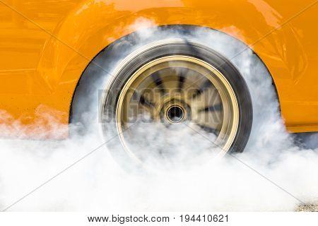 drac racing car burning tire for the race .