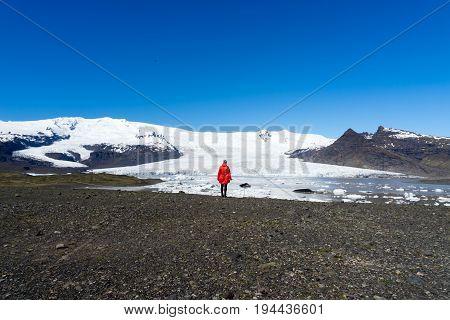 Fjallsárlón is a glacier lake at the south end of the Icelandic glacier Vatnajökull
