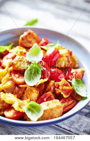 Farfalle Pasta with Chicken and Cherry Tomatoes