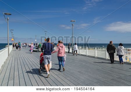 KOLOBRZEG, WEST POMERANIAN / POLAND -  Holiday guests of the resort walk the pier