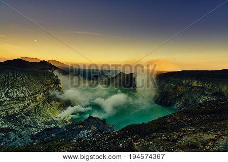 Scenic Landscape Green Lake Lava Before Sunrise From Kawah Ijen East Java Indonesia
