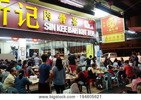 Customers Queeing At Sin Kee Bah Kut Teh At Kota Kinabalu