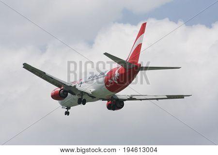 Hs-aan Boeing 737-300 Of Thai Airasia Landing