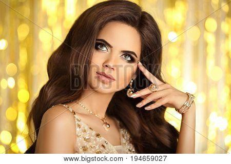 Beauty Makeup. Elegant Woman. Fashion Jewelry. Glamour Portrait Of Beautiful Brunette Lady With Eyes