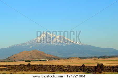 View of Mount Mcgloughlin, part of the Cascade Chain, Oregon