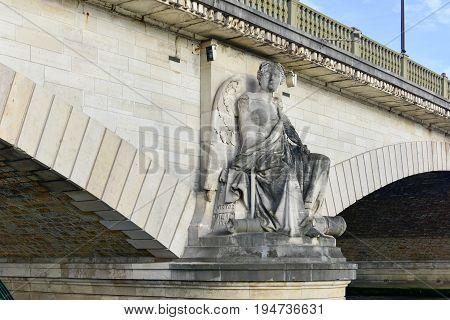 Pont Des Invalides - Paris, France