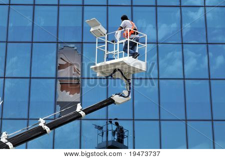 Lift operator breaks the windows of an office while cleaning them