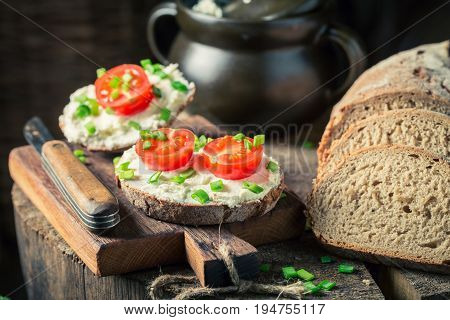 Sandwich With Fromage Cheese, Chive And Cherry Tomatoes