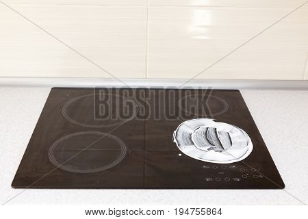Cleaning set-top stove with cleaning fluid and leaving detergent trails.