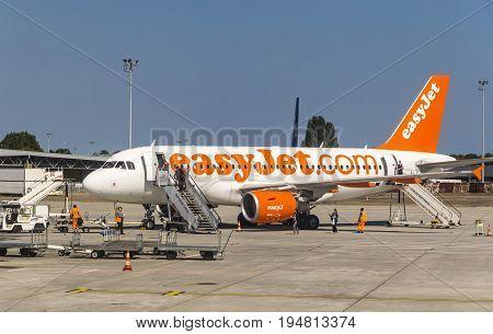 Airbus A319-111 (easyjet) In Bordeaux-merignac Airport