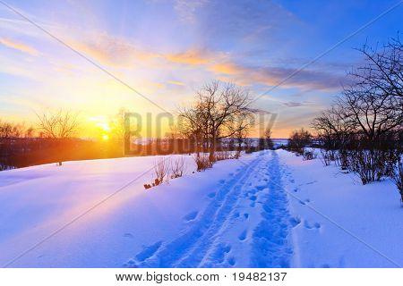Schöne Winter-Sonnenuntergang