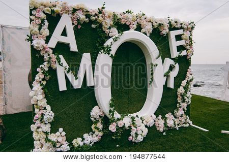 Original Wedding Floral Decoration In The Form Of Mini-vases And Bouquets Of Flowers Hanging