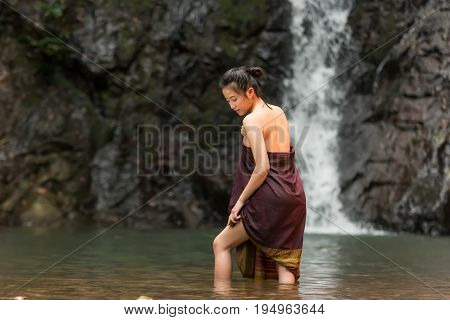 Daily life of rural women in AsiaWas bathing in a waterfall