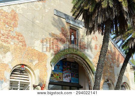 Key West, Fl, Usa - Jan 1, 2015: Clinton Square Market At Downtown Kew West, Florida, Usa.