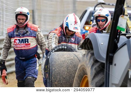 April 06, 2019 - Birmingham, Alabama, USA: The AMR Safety Crew work on the accident site by MARCUS ERICSSON (R) (7) of Sweden  as he brings out a caution  during practice for the Honda Indy Grand Prix
