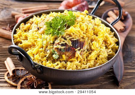 chicken biryani in small wok