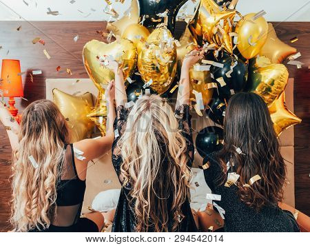 Bff Hangout. Urban Girls Leisure And Lifestyle. Glitter Confetti And Balloons Decor. Young Women In