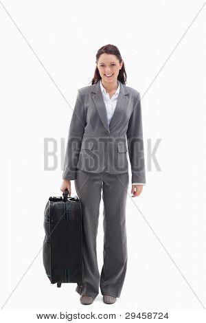 geschäftsfrau Lächeln mit einem Koffer against white background