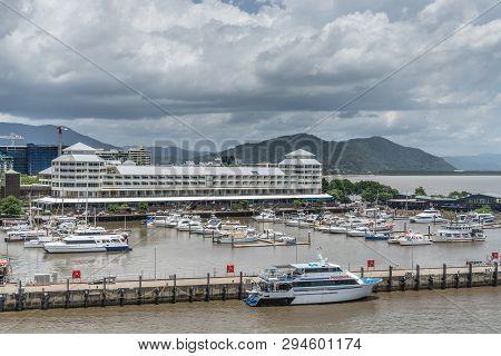Cairns, Australia - February 17, 2019: Shangri-la Hotel At The Yacht Harbor With Many Boats Under Ra
