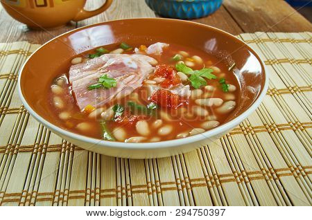 Pot Pinto Beans With Ham Hocks