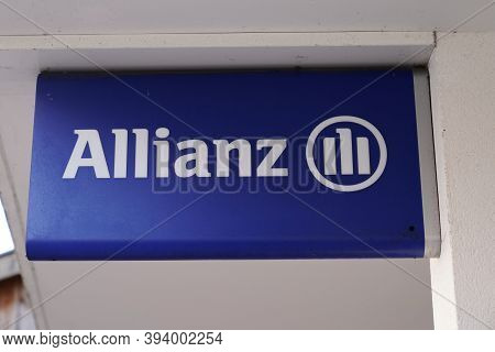 Bordeaux , Aquitaine / France - 11 08 2020 : Allianz Insurance Logo And Text Sign Front Of Office Fi