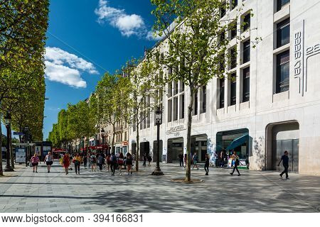Paris, France - August 29, 2019 : Locals And Tourists Walking Along Crowded Champs-elysees Street Si