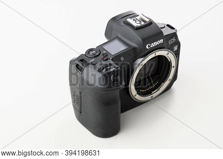 Varna, Bulgaria - November 07,2020: Image Of Canon Eos R Mirrorless Digital Camera With Dual Pixel A