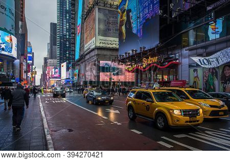 New York City, Usa, May 2019, Urban Scene On 45th Street And Broadway, Manhattan