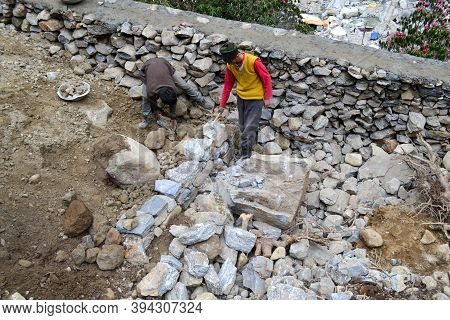 Rudarprayag, Uttarakhand, India, April 26 2014, Labor Working For Kedarnath Reconstruction After Dis