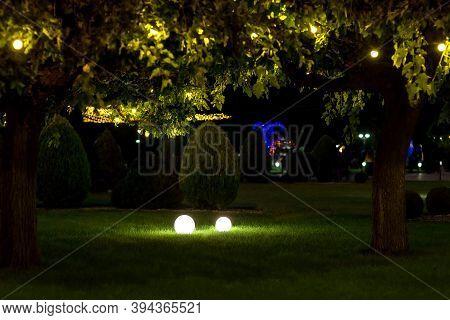 Illumination Backyard Light Garden With Ground Lanterns With Round Diffuser Lamp And Garland Of Ligh