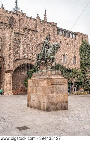 Barcelona, Spain - Feb 25, 2020: Statue Of Ramon Berenguer Iii At Placa Del Rei Historym Museum
