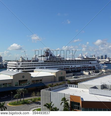 Ft. Lauderdale, Fl Usa - October 30, 2019: The Holland America Cruise Line Veendam Cruise Ship Dock
