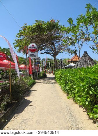 Badung Bali, Indonesia - October 3, 2019: A Walkway In Front Of Local Coffee Shops On Yasa Segara Be