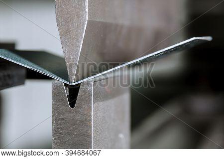 The Process Of Bending Sheet Metal On A Hydraulic Bending Machine