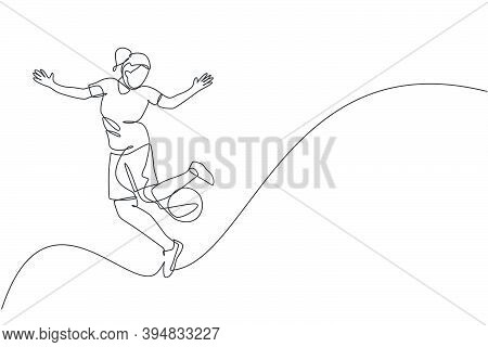 One Single Line Drawing Young Happy Woman Perform Soccer Freestyle, Juggling Ball At The City Square