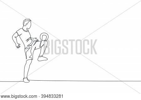 Single Continuous Line Drawing Of Young Sportive Man Train Soccer Freestyle, Juggling With Thigh On