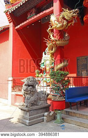 Kuala Lumpur, Malaysia - March 12, 2019: Dragon On A Pillar And Guardian Lion Statues On The Left Si