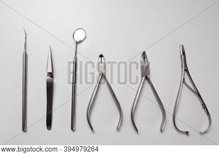 Instrument For The Dentist, For The Treatment And Inspection Of Teeth And Braces