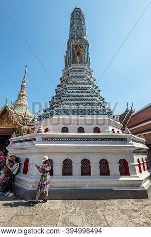 Bangkok, Thailand - December 7, 2019: Tourists Near The White Stupa At The Wat Phra Kaew - The Templ