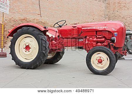 Old Tractor Porsche