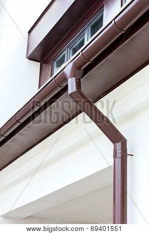 Eavestrough With Downspout