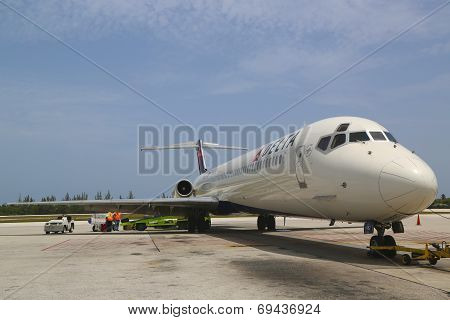 Delta Airlines McDonnell Douglas MD-80  at Owen Roberts International Airport at Grand Cayman