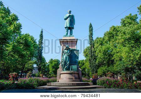 Statue of Johan Ludvig Runenberg in Esplanade Park