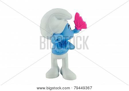 A butterfly on Grouchy' s nose smurfs.
