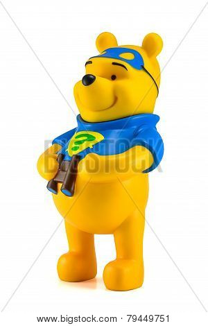 Winnie The Pooh Hold A Binocular.