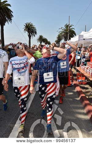 San Francisco – August 22, 2015: Participants Of The Beer Mile World Classic Enjoy A Beer Per Lap, F