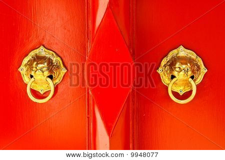 red chinese door with dragon