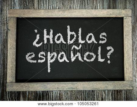 Do You Speak Spanish? (in Spanish) written on chalkboard