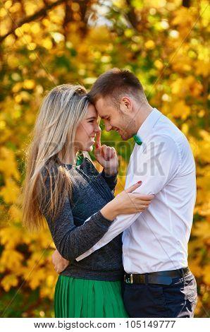 Falling in love autumn. skittish couple
