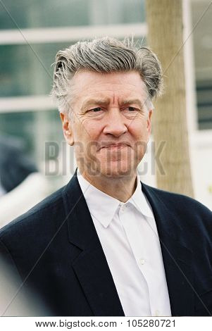 CANNES, FRANCE - MAY 16:  Director David Lynch at the photo call for the film 'Mulholland Drive' during the 54th Cannes Film Festival 16 may 2001 in Cannes, France